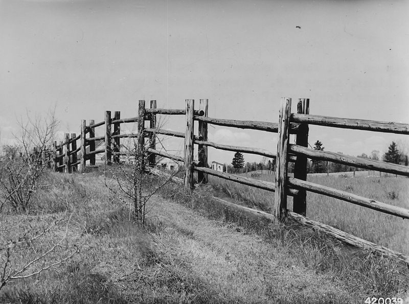 File:Photograph of Wood Rail Fence - NARA - 2129427.jpg