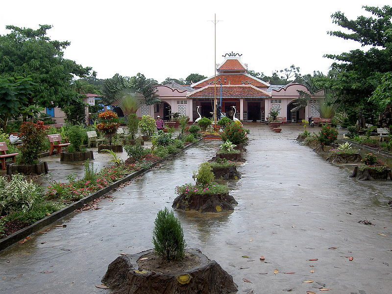 File:Phu quoc temple nguyen trung truc.jpg