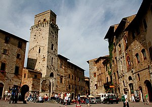 Tea with Mussolini - The Piazza Cisterna in San Gimignano, where many of the film's scenes were shot.
