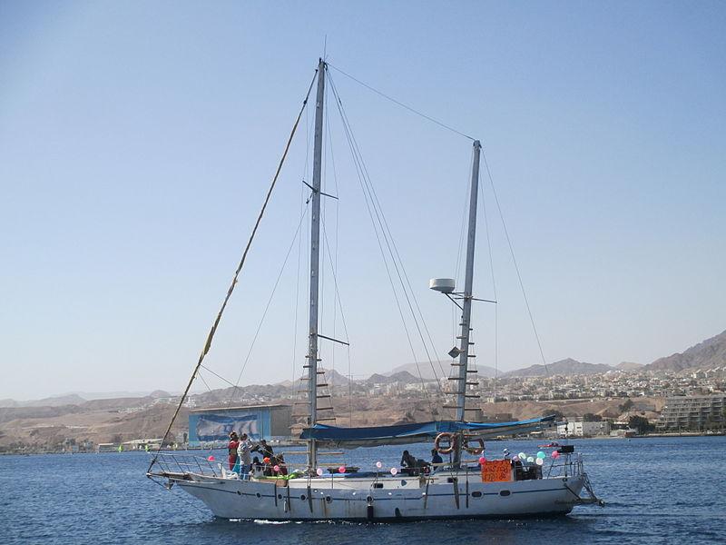 סירה במפרץ אילת