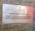 Placa en honor a prudencia ayala, en san salvador.png