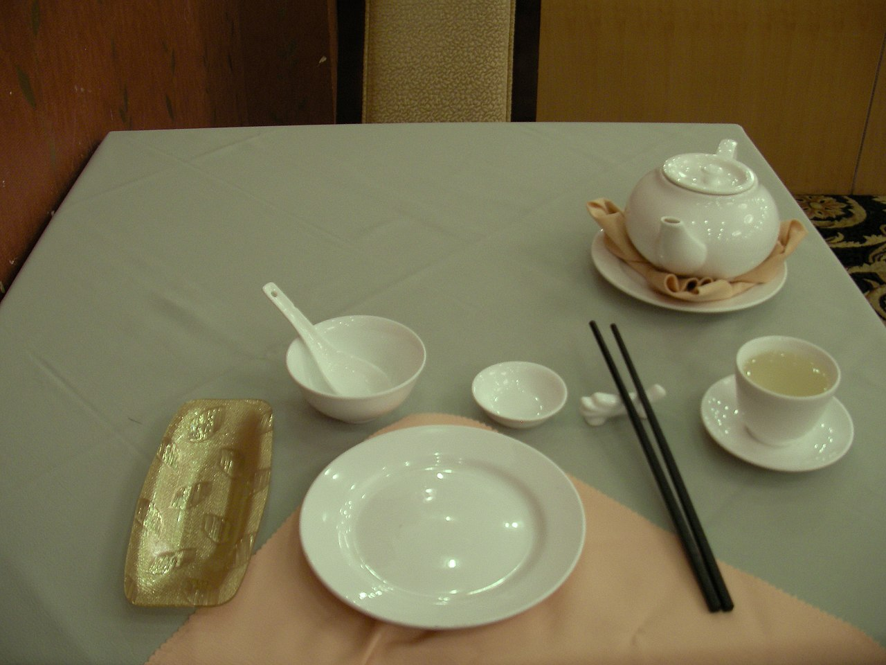 File:Place setting at a table in China.jpg - Wikimedia Commons