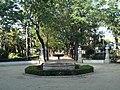 Plaza con una fuente en el Jardín de las Delicias.JPG