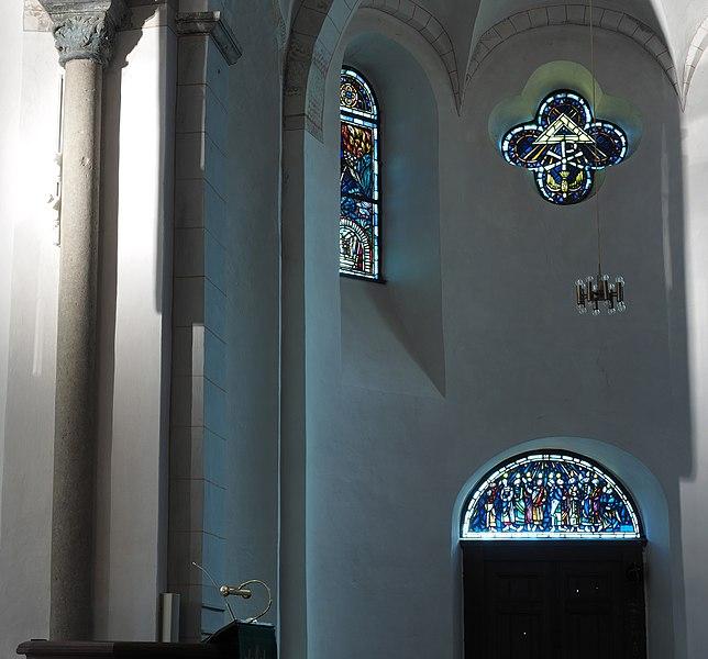 File:Plettenberg Christuskirche Südfenster.jpg