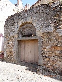 Porte romane, rue des Chanoines, Le Mans.JPG