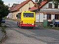 Prčice, Benešovská, autobus do Heřmaniček, Veolia 1443.jpg