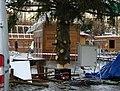 Praha, Staré Město, Staroměstské náměstí, instalace vánočního stromu 2010 IV.jpg
