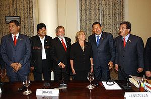 Rafael Correa - Presidents of South American countries meet in Rio de Janeiro. From left to right: Rafael Correa (Ecuador), Evo Morales (Bolivia), Luís Inácio Lula da Silva (Brazil), Michelle Bachelet (Chile), Hugo Chávez (Venezuela) and Nicanor Duarte (Paraguay)