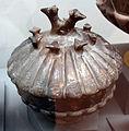 Pyxis con decorazione a forma di animali in bucchero, da vetulonia, poggio al bello, tomba del duce, 550-525 ac. ca..JPG