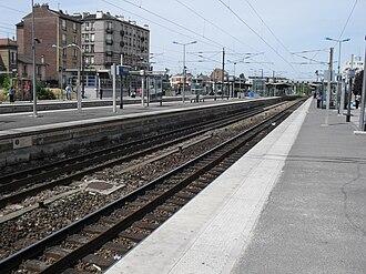 Bondy station - Image: RER E Gare Bondy 12