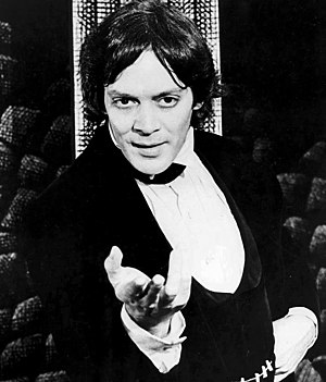 Raúl Juliá - Raúl Juliá as Dracula (1977)