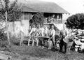 Rekonvaleszente Soldaten produzieren Brennholz - CH-BAR - 3241421.tif