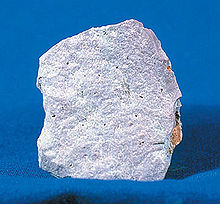 http://upload.wikimedia.org/wikipedia/commons/thumb/7/7e/RhyoliteUSGOV.jpg/220px-RhyoliteUSGOV.jpg