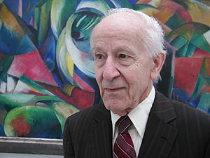 "Rolf Huisgen - Rolf Huisgen (2004) in front of the painting ""Mandrill"" by Franz Marc"