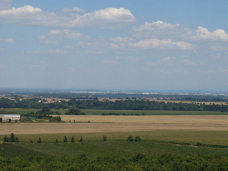 File:Rozhledna Barborka - vyhled na Pardubice.JPG