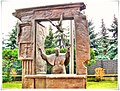 Rzeźba na dziedzińcu Bazyliki katedralnej Wniebowzięcia Najświętszej Maryi Panny.jpg