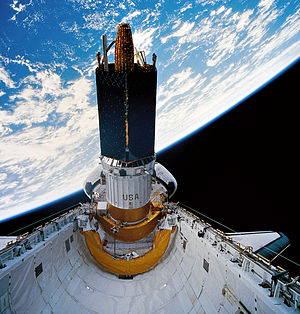 STS-70 - Discovery prepares to deploy the TDRS-G satellite
