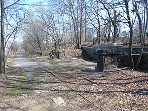 Sailors' Snug Harbor (Staten Island Railway station) - One track has become a short Greenway; the other is abandoned in place