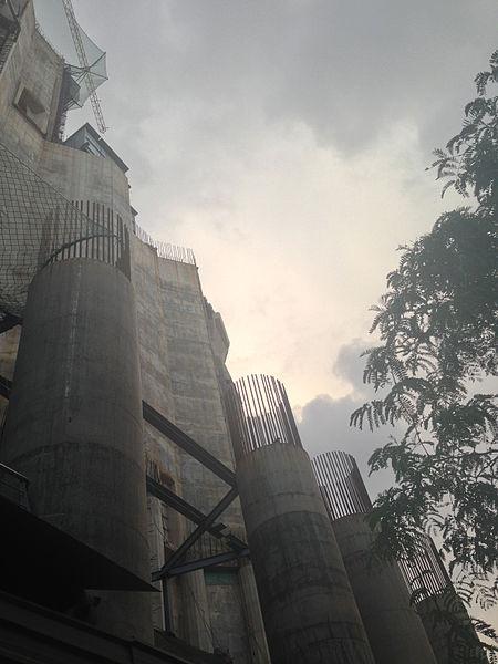 File:Sagrada Familia obres 2014 2.jpg