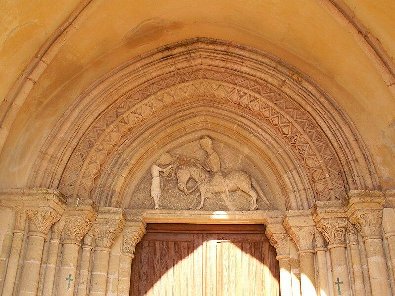 Entrée de l'église de Montmartin-en-Graignes (Manche, France) représentant Saint Martin