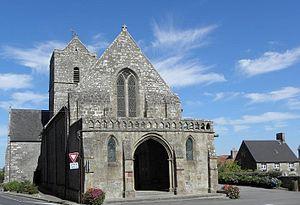 Vue de l'église Saint-Quentin (12e siècle).
