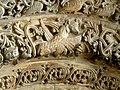 Saintes Abbaye aux Dames - Portal Archivolten 2a Evangelist Lukas.jpg