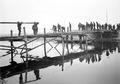Sappeure beim Bau einer Kolonnenbrücke - CH-BAR - 3238049.tif