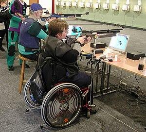 Paralympic shooting - Image: Schiessen koerperbehinderung
