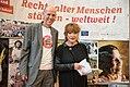 Schirmherrin Hannelore Hoger mit HelpAge Geschäftsführer Lutz Hethey.jpg