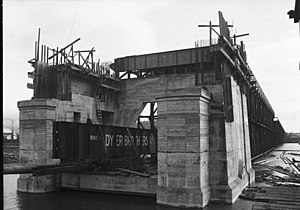 Ballard Bridge - Image: Seattle Ballard Bridge under construction, 1916