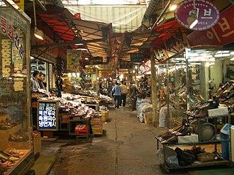 Dongdaemun Market - Image: Seoul Dongdaemun.Market 01