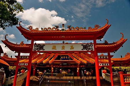 Singapore Chinese temple.JPG