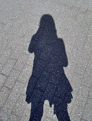 English: shadow of a girl Dansk: skygge af en pige