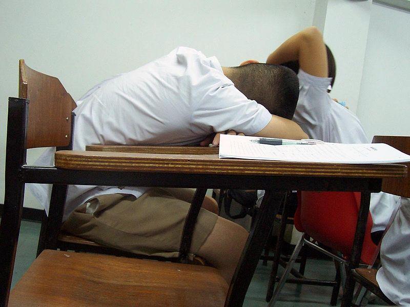 Zmęczeni uczniowie