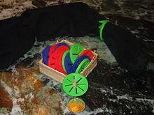 Strumento per appaiare preventivamente le calze già al momento dell'immissione nel cesto del bucato o nella lavatrice