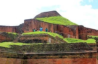 Somapura Mahavihara - Image: Somapura Mahavihara 08