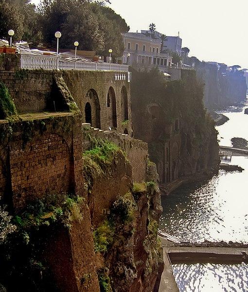 File: Sorrento Cliff 1.jpg