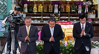 Moon Jae-in - Moon Jae-in and Leader of the then-Saenuri Party Kim Moo-sung (centre) at the Buddha's Birthday ceremony in May 2015