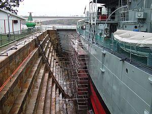 South Brisbane Dry Dock - Altars (stepped sides) of South Brisbane Dry Dock, 2007 (HMAS Diamantina to the right)