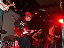 Mathus playing guitar with the Squirrel Nut Zippers in San Francisco, 2008