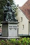 standbeeld poirters kerkplein oisterwijk (2)