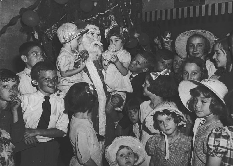 File:StateLibQld 1 212012 Christmas party at Nasco House, 1940.jpg