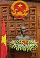 Statue of Ho Chi and flag of Vietnam, from- MinhYukiya Amano & Nguyễn Tấn Dũng (01810475) (12306075644) (cropped).jpg