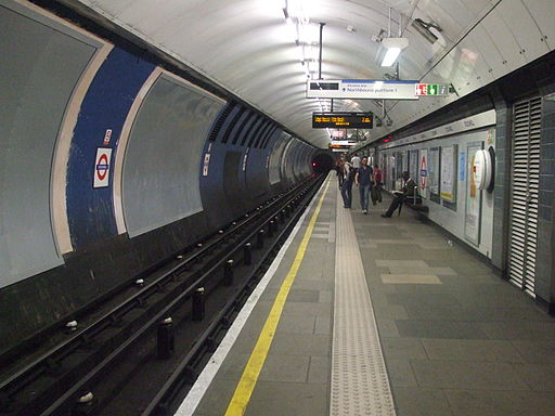 Stockwell station Northern northbound look south