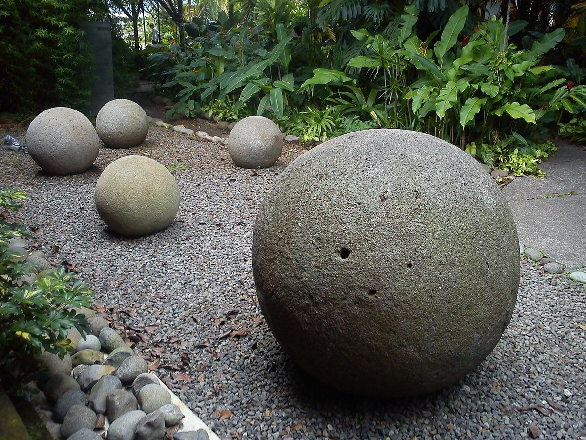 Stone spheres of Costa Rica. Museo Nacional.jpg