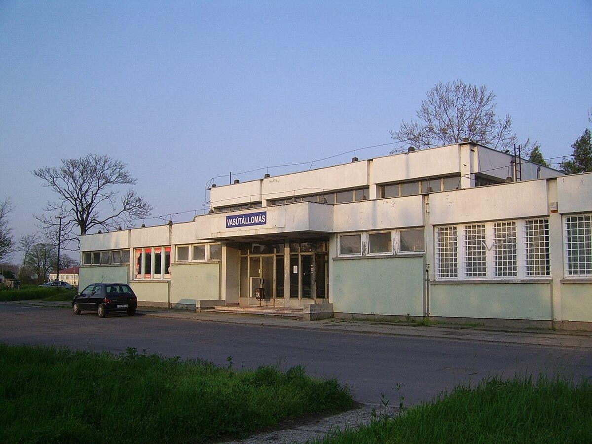 Szarvas vasútállomás – Wikipédia