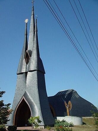 Imre Makovecz - Roman Catholic church, Paks (1987-91)