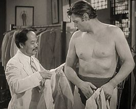 Willie Fung (links) & Johnny Weissmuller in Tarzan's New York Adventure