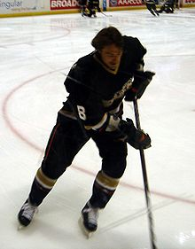 220px-Teemu-turn Teemu Selanne Anaheim Ducks Colorado Avalanche San Jose Sharks Teemu Selanne Winnipeg Jets