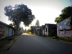 Road towards Downtown Kollam area, Thamarakulam